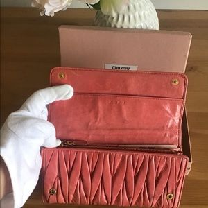 👛🎀MIU MIU LARGE MATELASSÉ NAPPA LEATHER WALLET